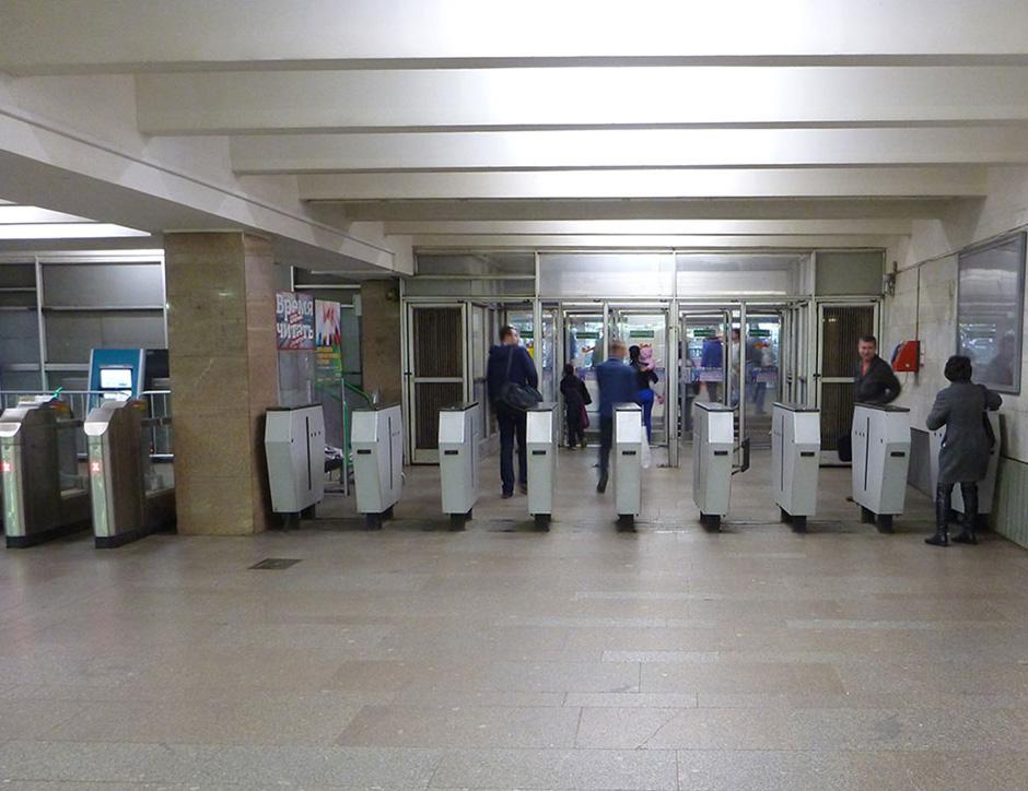 выход через турникет метро Савеловская